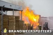 Brand industrie/agrarisch (Zeer Grote Brand + GRIP 1) Houtsnipweg in Klundert